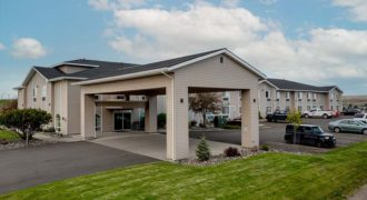 Eagle's View Inn & Suites – JUST LISTED!